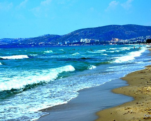Uzun plajda deniz dalgaları, Kuşadası