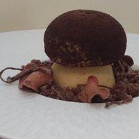 En trompe œil… Moelleux à la Farine d'amandes Panna Cotta à la vanille de Papouasie et Fèves de Tonka Crumble Chocolat- Noisettes et quelques surprises aux betteraves