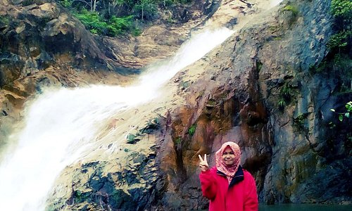 It was so awesome when I throwback my first hiking at Hutan Lipur Berkelah, Pahang. It was so beautiful scenery of 7 levels of the waterfall! I wish I can go back there when I have my free time.