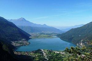 """Val Codera in Valchiavenna sopra Novate Mezzola. Quì dopo una salita abbastanza """"decisa"""" inizia la Val Codera e il sentiero si fa più tranquillo."""
