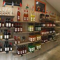 Boutique Jacoulot située à Romanèche-Thorins. Ouvert au public du lundi au samedi de 8h30 à 12h00 et de 14h00 à 18h00 (Ouvre à 10h00 le samedi)