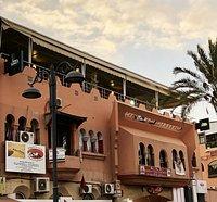 Restaurant sur 4 terrasses panoramiques dont la 4 ème la plus haute de la médina offrant une vue de 360 degré sur tout le Marrakech