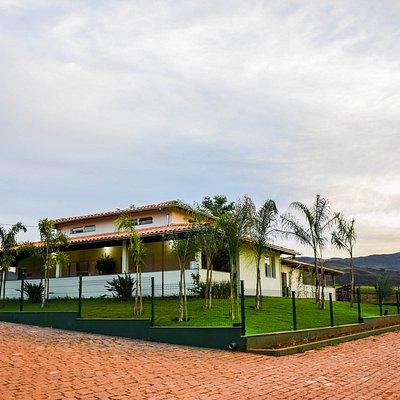 De propriedade de João Carlos Leite e família, a fazenda se localiza no município de São Roque de Minas, na estrada para o Parque Nacional da Serra da Canastra, a 2 km do centro da cidade.