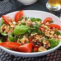 Eifeler Salat mit Tomaten und Walnüssen