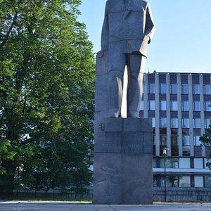 Памятник О. Куусинену