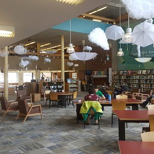 The reading room you will find right when you enter the library.