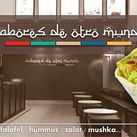 Prueba nuestra Shawarma, Hummus o Faláfel, también tenemos opciones veganas.