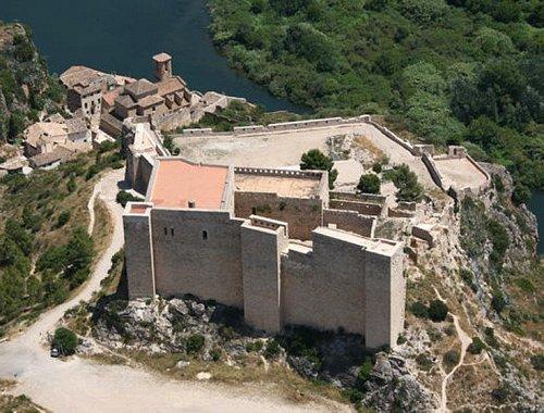El Castillo de Miravet a vista de pájaro.