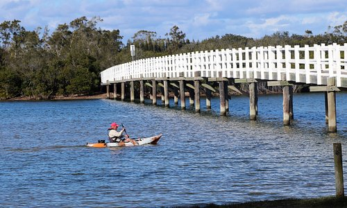 Superb place to kayak. Kayaks can be hired from reception. There is also an easy access boat ramp and fish cleaning facilities that are accessible 24/7.