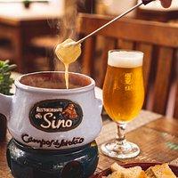 Rodizio de fondue fondue de queijo, servido com pão italiano e batatas rústicas. Seguido por fondue de carne e de chocolate. Todos com reposição a vontade.