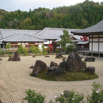 光信寺の枯山水庭園