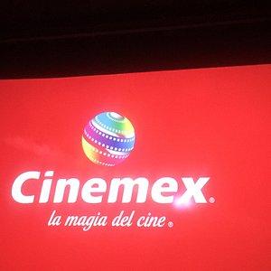 #CinemexCuauhtemic #HombresdeNegri Cine con buena atención , salas limpias, los alimentos bien  Me da gusto contesten gente adulta  Buen y recomendable