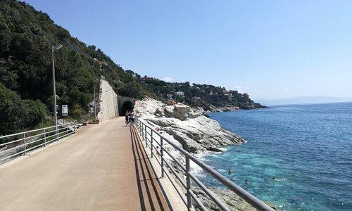 Da fare e rifare, a piedi magari da Varazze a Cogoleto ed in bici da Varazze ad Arenzano!!!