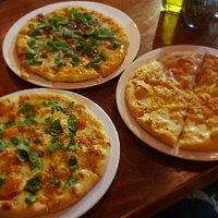 Trio de pizzas pollo gratinado portobello y vegalitana
