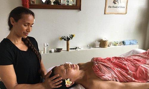 Suzanne Kamaluhia Woolley of Hale Ho'ola Spa gives a Hawaiian spa treatment in Volcano.