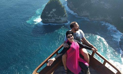 Nusa penida jadi wisata paporit didunia semua datang untuk nikmati indahnya alam yg tanpa campur tangan maanusia wisata ini jadi karakter kuat yang dimiliki bali dan indonesia.