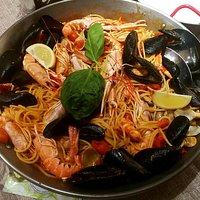 Spaghetti allo scoglio con scampi e gamberi rossi