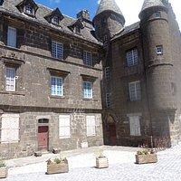 SALERS Place Tyssandier d'Escous