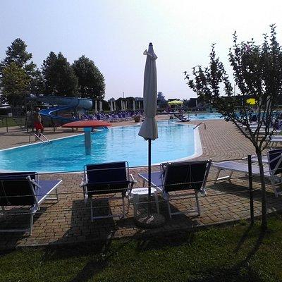 La Dolce Vita, vista su una piscina