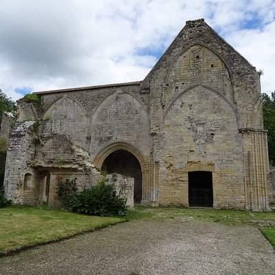 Ruin of one of the buildings