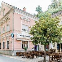 Unser schöner Gastgarten am Beginn der südsteirischen Weinstrasse!