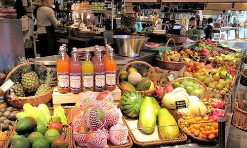 Various fruits are available at this vendor.