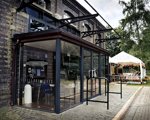 Tetbury Goods Shed Arts Centre and Whistle Stop Cafe