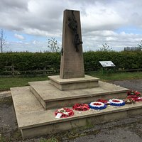 Memorial to 12 Squadron and 626 Squadron of RAF Wickenby
