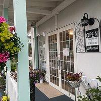 リトルコテージガーデンカフェ 6月下旬のお庭 色とりどりのお花が美しい!