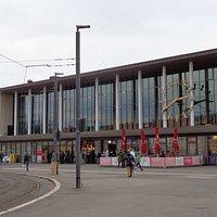 ドイツ鉄道の駅舎の内ではモダンな造り