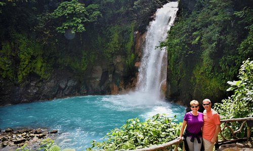 Private tours to Rio Celeste Waterfall by Lcal Guides