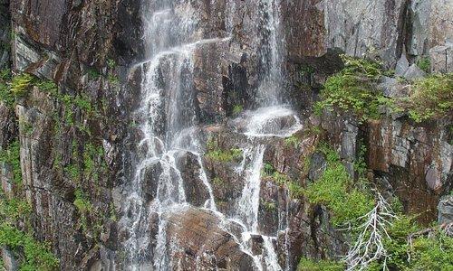 Waterfall at the suspension bridge - La Manche trail.