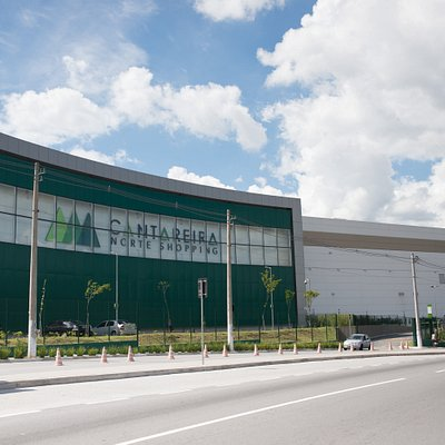 Com um projeto moderno e sustentável, o Cantareira Norte Shopping é um empreendimento que fortalece a região Norte de São Paulo. Pioneiro, está localizado no bairro Jardim Pirituba, e oferece um mix diversificado de lojas, lazer e entretenimento para a população, além de conforto e comodidade, o que permite uma experiência única de convivência em um ambiente diferenciado.