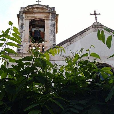 Timpano della facciata e Campanile