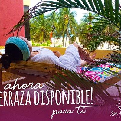 """Luego de un masaje relajante nuestros clientes pueden pasar a la terraza y continuar con su momento de relax y descanso para disfrutar del hermoso paisaje que no regala la playa de Riohacha. """"Estas en buenas manos"""""""