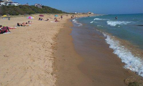 La kilométrica playa.