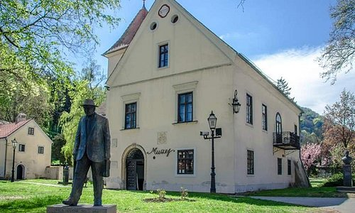 Monument of Ivica Sudnik is in front of Samobor Museum, as he was its founder and director for a long time.