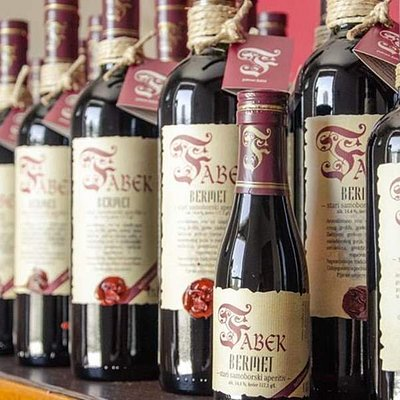 The Fabek family has a long tradition of making this traditional wine of Samobor region.