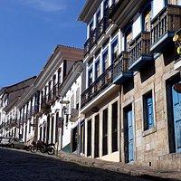 O belíssimo conjunto arquitetônico do século XVIII da Rua Direita