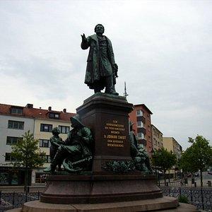 Bürgermeister Schmidt Denkmal. Auf dem Theodor Heus Platz.