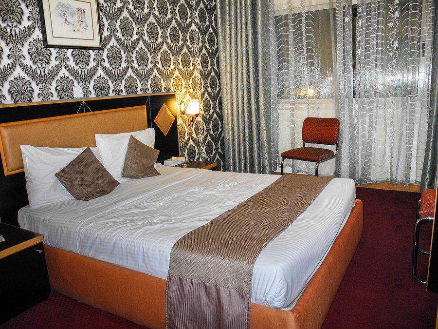 джонрад отель дубай
