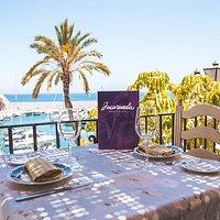 Unas vistas únicas del Puerto Deportivo Marina del Este desde nuetra terraza para disfrutar más aún si cabe de la buena mesa.