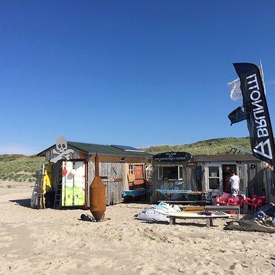 Top locatie op het strand (links bij Hotel Seeduyn)