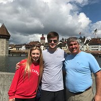 Family with the Rathaus behind