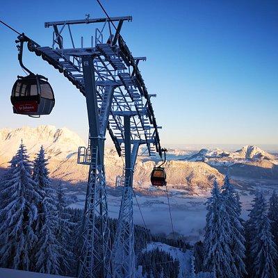 Morgen-Aussichten von der Bergstation
