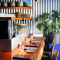 Dîner au bar du Blueberry Maki Bar, restaurant de makis et sushis à Paris