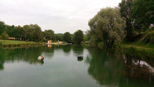 .. Le lac .. Venez vous baigner !