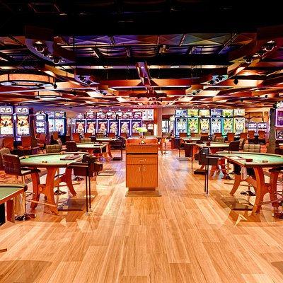 9 tables of games available, including no limit texas hold em.