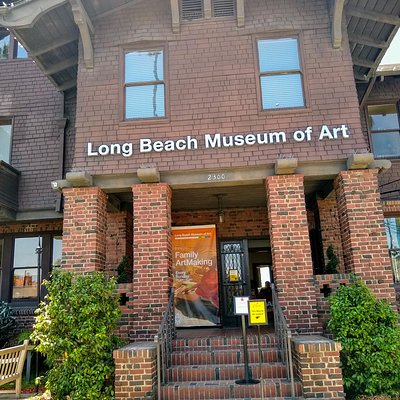 Entrance to the Long Beach (CA) Museum of Art.