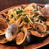 Vongole, spaghetti & clams, white wine, garlic, parsley